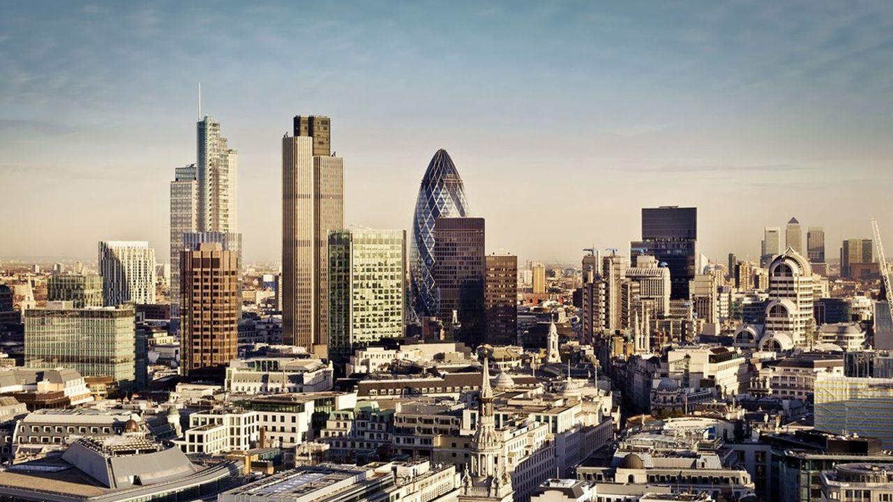 Compte tenu de l'instabilité politique, un certain nombre de stratégistes de marché recommandent aux investisseurs de « sous-pondérer » les actions britanniques dans les portefeuilles.
