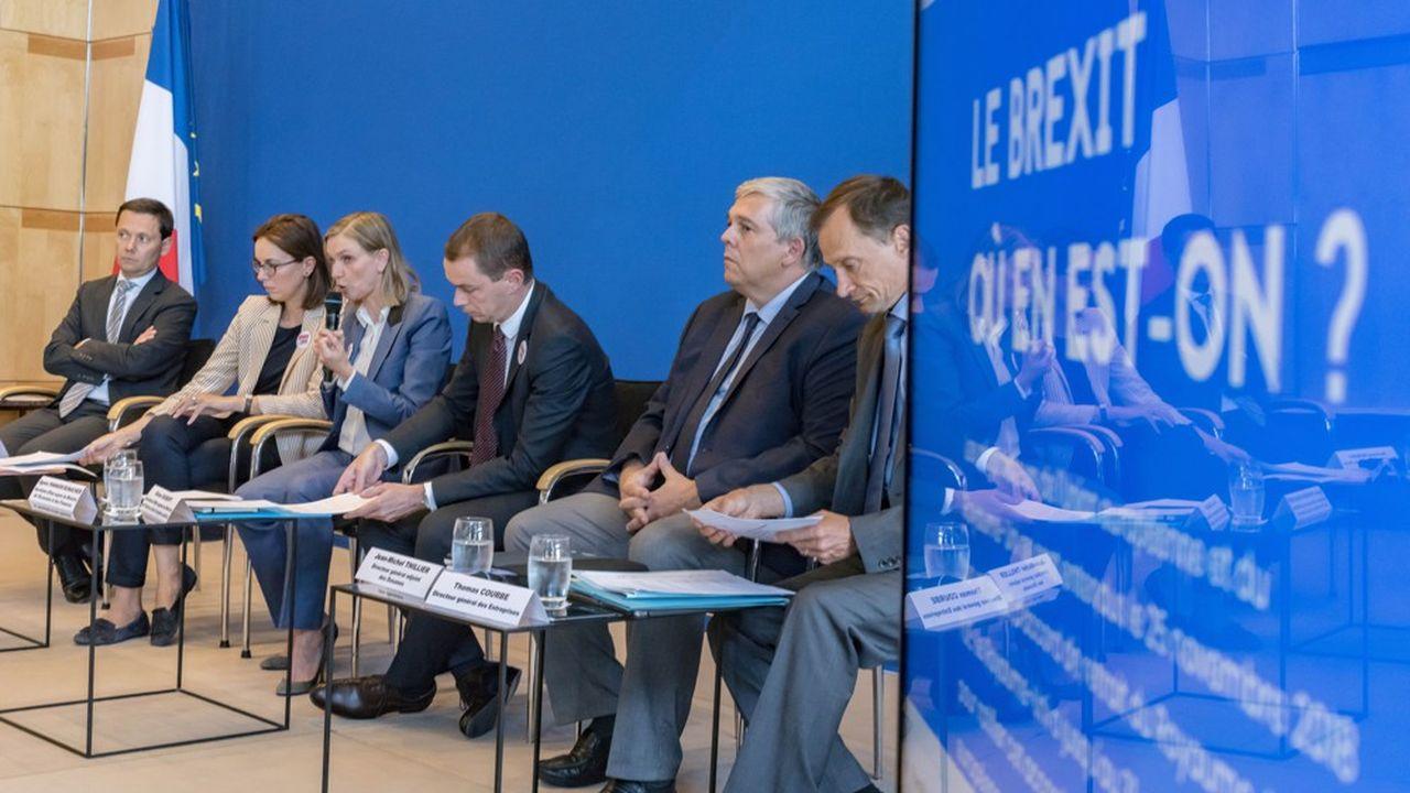 Les trois ministres sont inquiets des conséquences du Brexit. Amélie de Montchalin, secrétaire d'Etat chargée des Affaires européennes, Agnès Pannier-Runacher, secrétaire d'Etat auprès du ministre de l'Economie et des Finances, et Olivier Dussopt, secrétaire d'Etat auprès du ministre de l'Action et des Comptes Publics, ont rencontré les fédérations sectorielles mardi à Bercy.