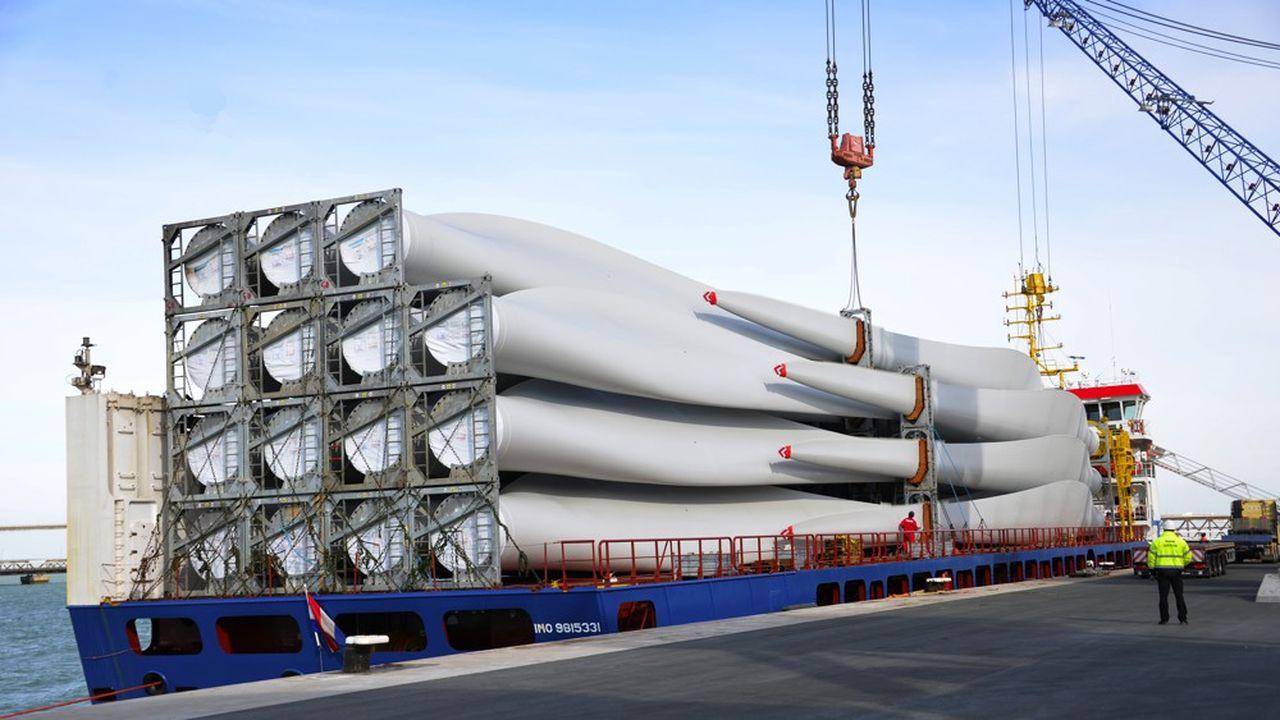 Chargement d'éoliennes à La Rochelle