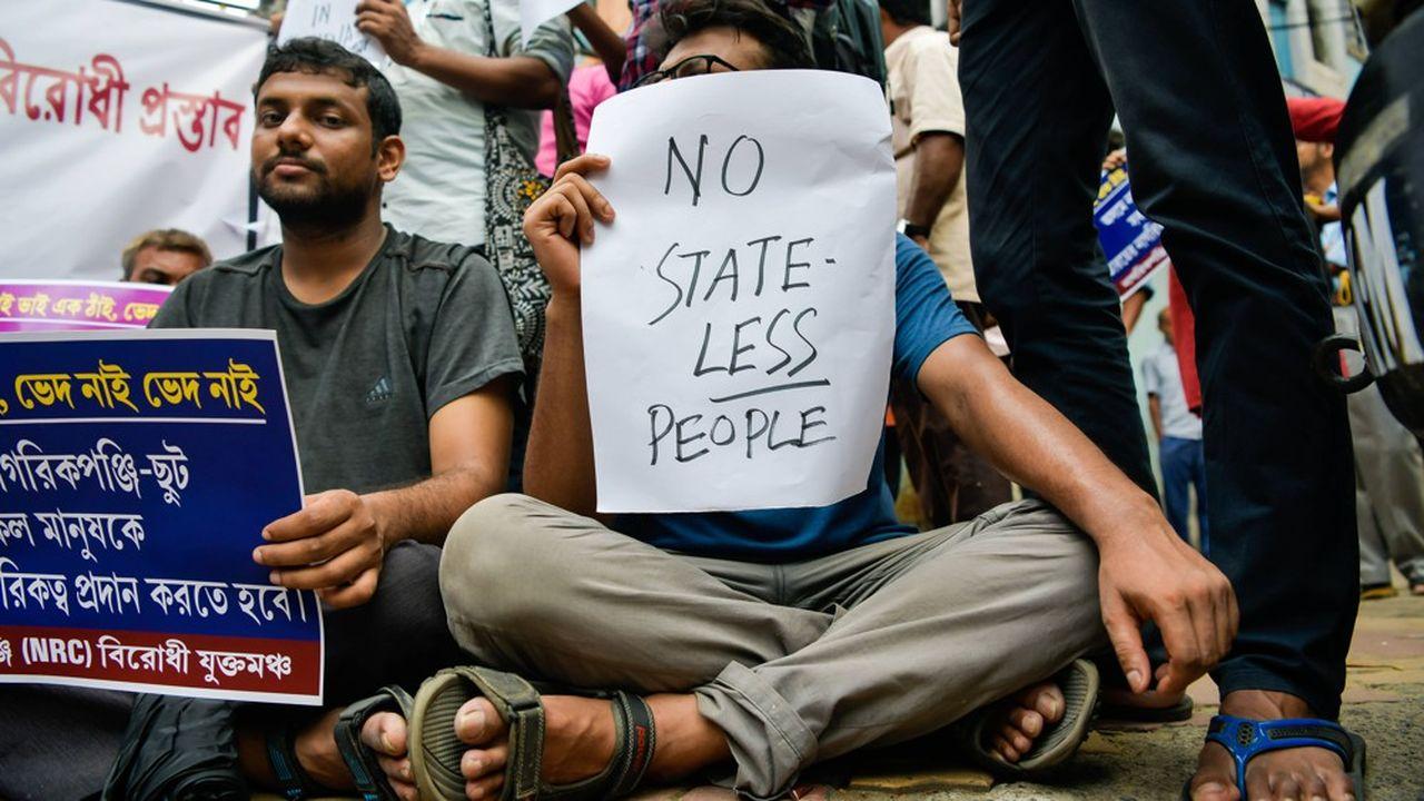 «Pas d'apatrides», signale le panneau de ce manifestant pour protester contre le Registre national des citoyens qui recense les citoyens indiens dans l'Etat d'Assam, proche de la frontière avec le Bangladesh.