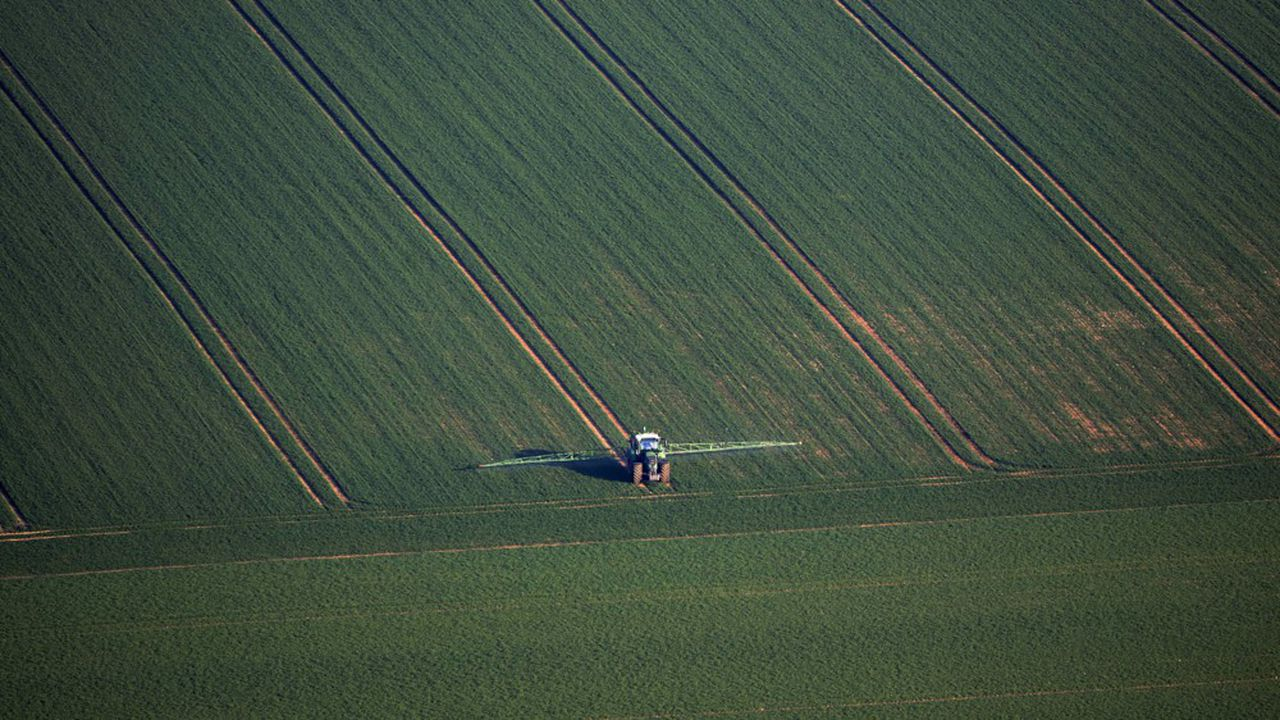 Le ministre français de l'Agriculture, Didier Guillaume, s'est dit mercredi opposé à l'instauration de zones sans pesticides dans un rayon de 150 mètres autour de toute habitation. Une «folie pour le consommateur», a-t-il notamment estimé en prônant une distance de 3 à 10 mètres.