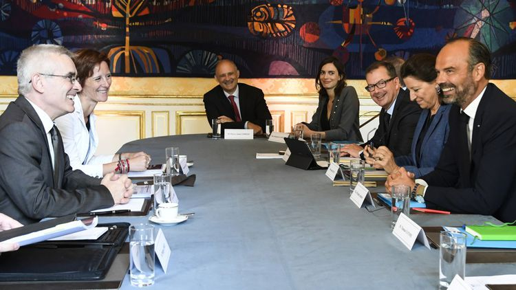 Yves Veyrier, le secrétaire général de Force ouvrière (à gauche), face au Premier ministre, Edouard Philippe, ce jeudi matin.