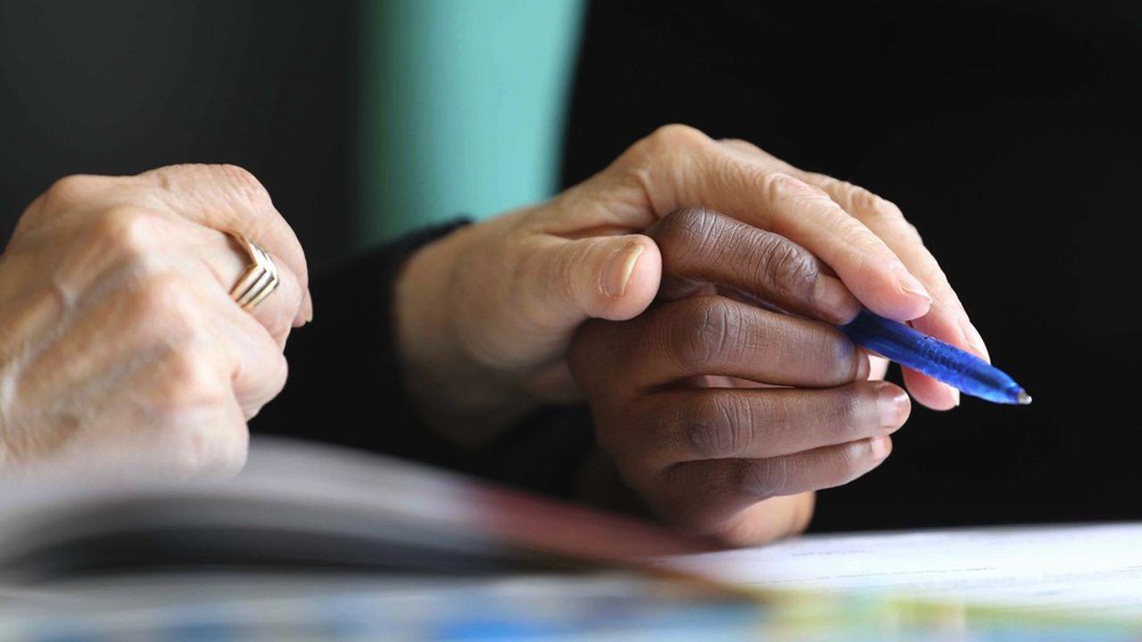 2,5millions de personnes en France ne peuvent pas déchiffrer un texte, rédiger convenablement une lettre.