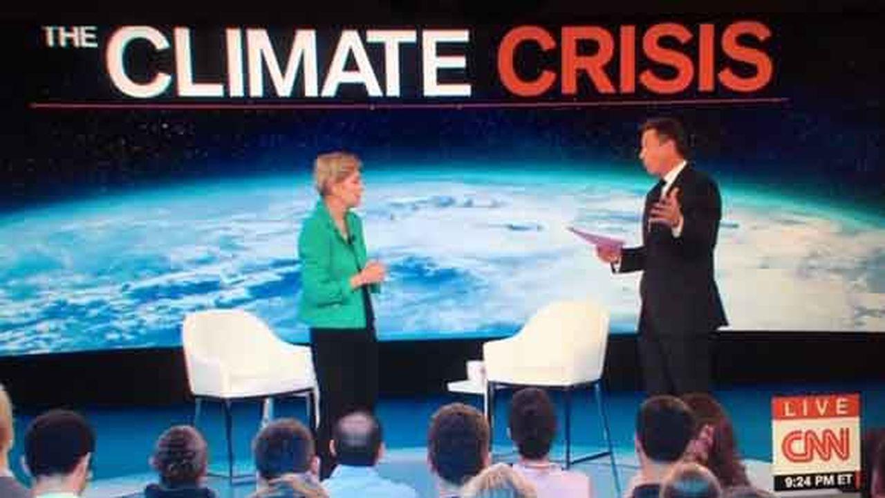 «On peut parler des pailles ou des ampoules à bulbe, c'est exactement ce dont l'industrie fossile veut nous faire parler», a mis en garde Elizabeth Warren, invitée comme neuf autres candidats démocrates à s'exprimer sur la «crise climatique» par CNN mercredi.