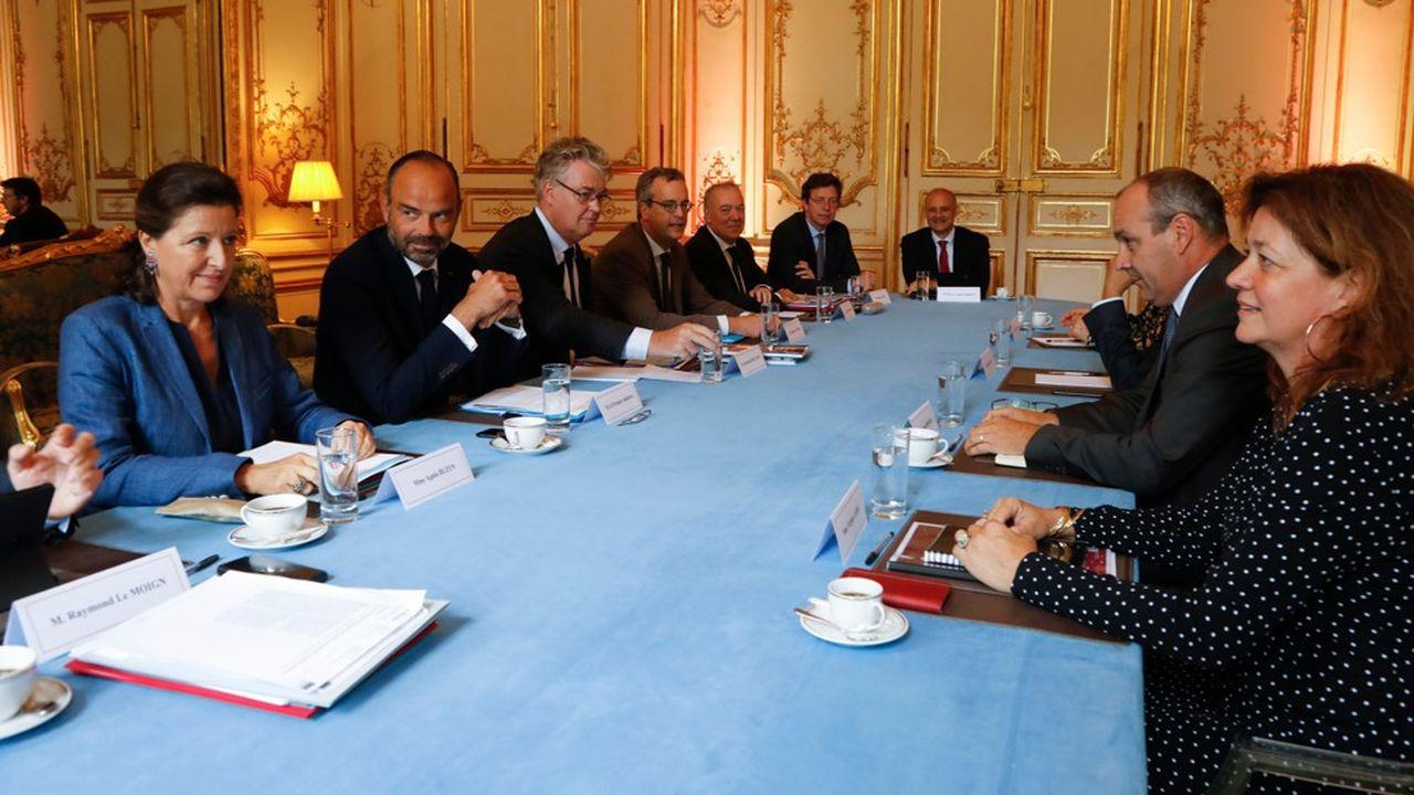 Le Premier ministre, Edouard Philippe, reçoit ce jeudi et vendredi l'ensemble des partenaires sociaux à Matignon. Ici face à Laurent Berger (CFDT).