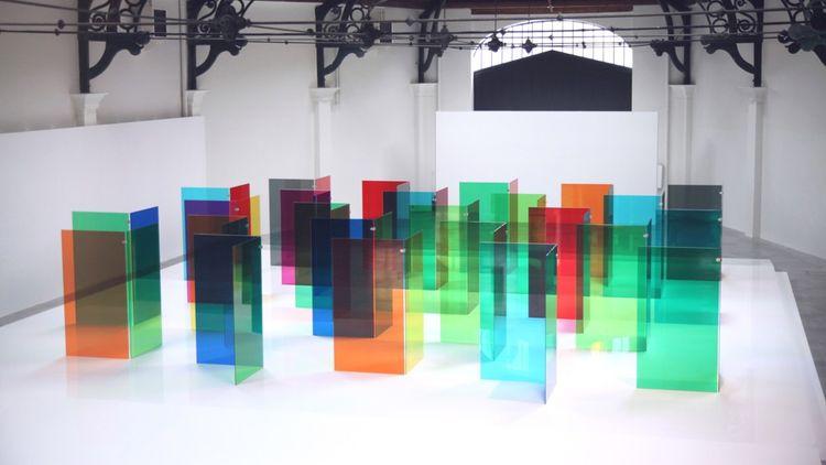 Carlos Cruz Diez . 'Entrée libre dans la couleur ». Labyrinthe de transchromie.
