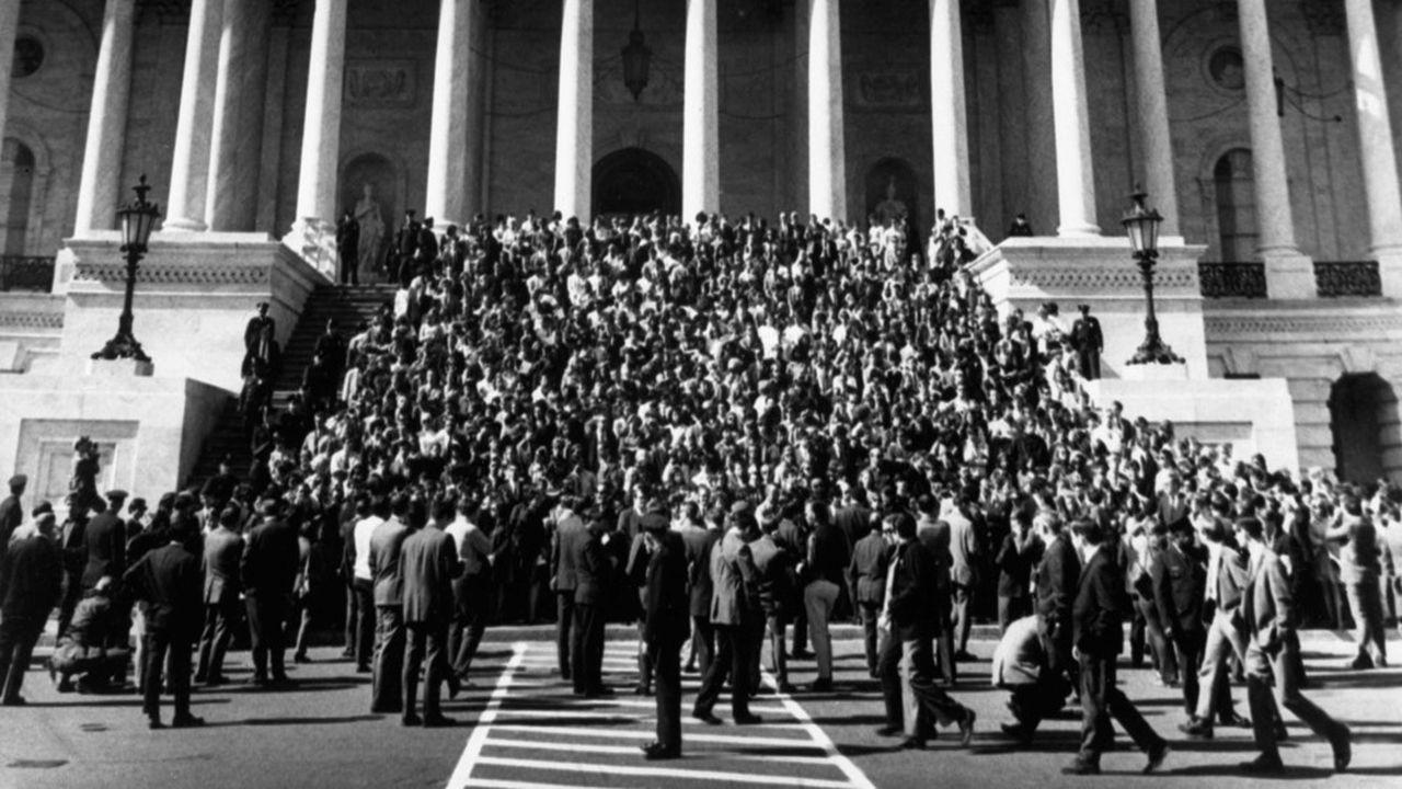Une manifestation contre la guerre du Vietnam le 15 octobre 1969 devant le Capitole, siège du Congrès, à Washington. Un mouvement fondateur des années 60.