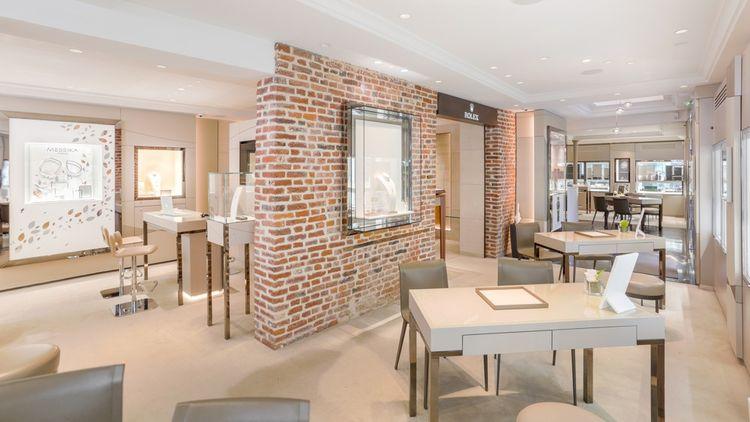 La maison familiale, fondée en 1922 auHavre, compte aujourd'hui deux autres magasins, à Rouen, Lille, et le site lepage.fr.