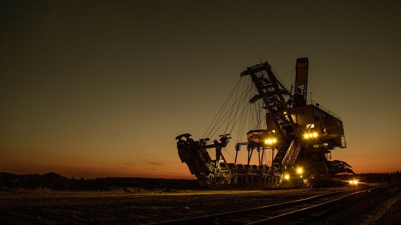 mining-excavator-1736289_1920.jpg