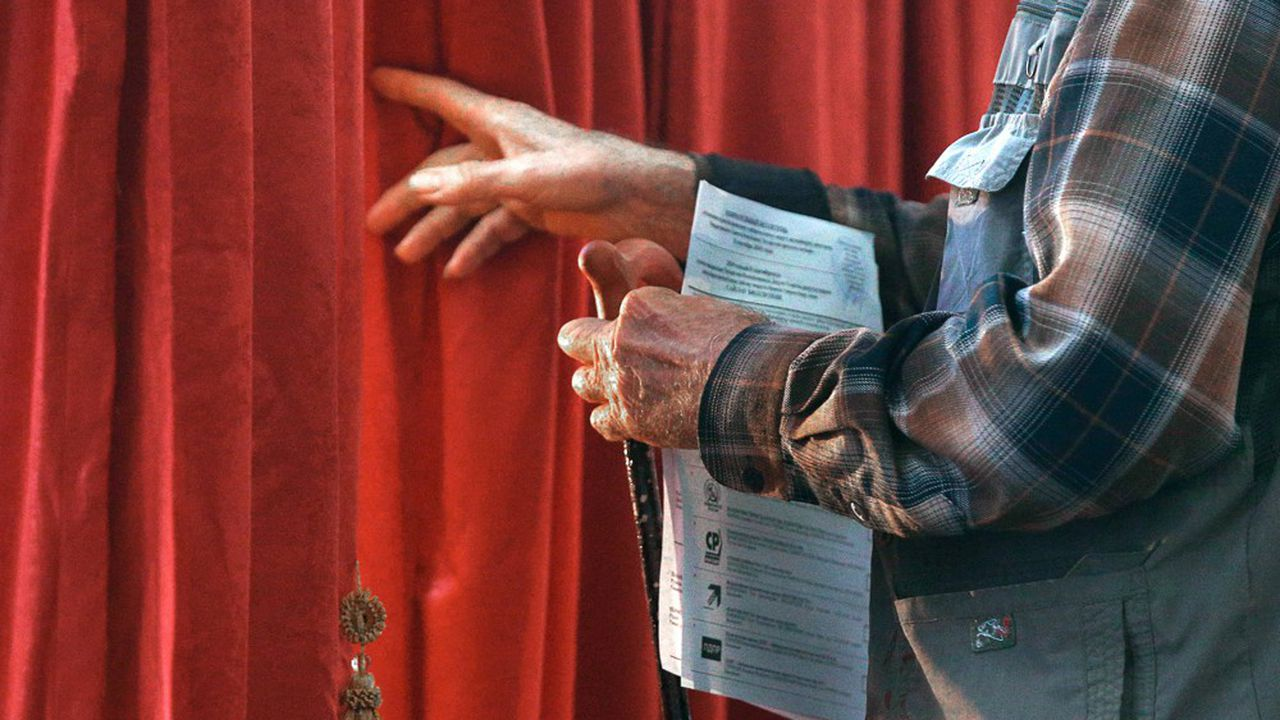 Après le dépouillement de la quasi-totalité des bulletins, les candidats soutenus par les autorités ont perdu dans 20 des 45 districts de la capitale