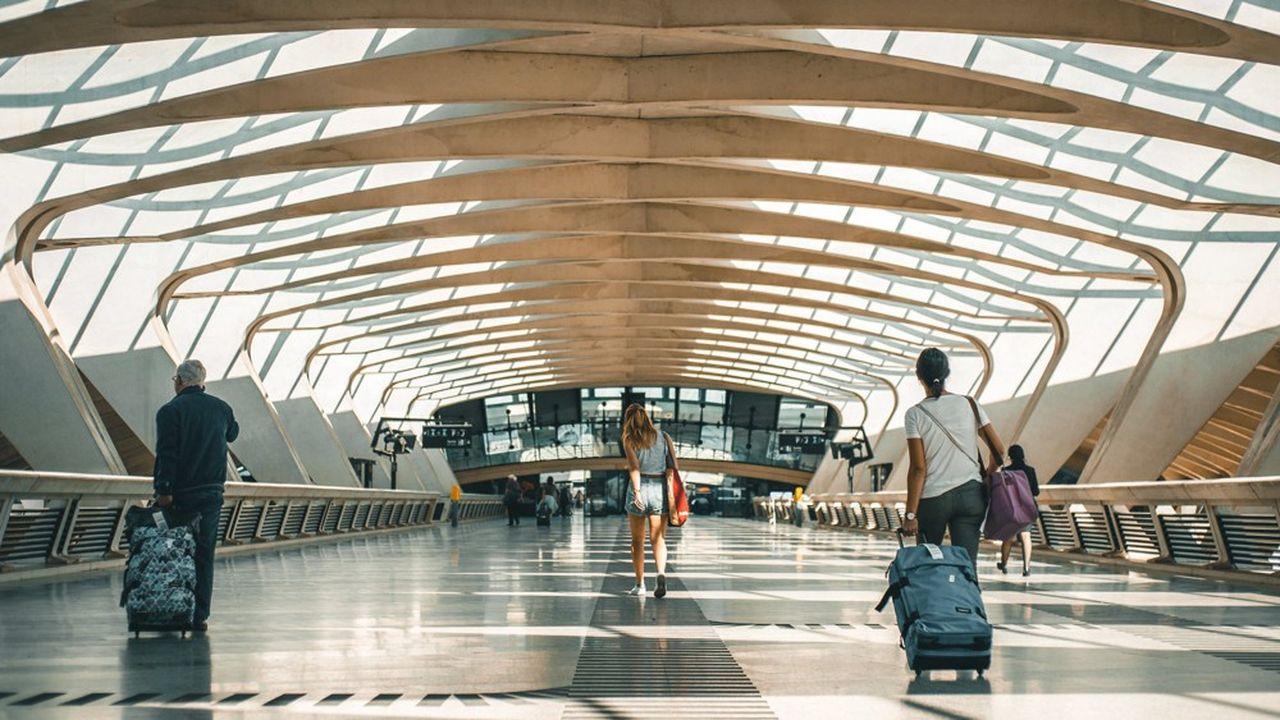 Depuis 2016, année depuis laquelle Vinci le gère en concession, Lyon Saint-Exupéry a vu grimper son trafic passagers de 8% par an alors que celui de son concurrent Genève n'a progressé que de 2% à 2,5% par an.