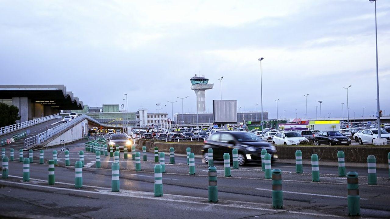 Aéroport de Bordeaux.Les chambres de commerce ont acquis une expérience du transfert au droit privé du personnel sous statut avec le transfert des aéroports au secteur privé et aux collectivités.