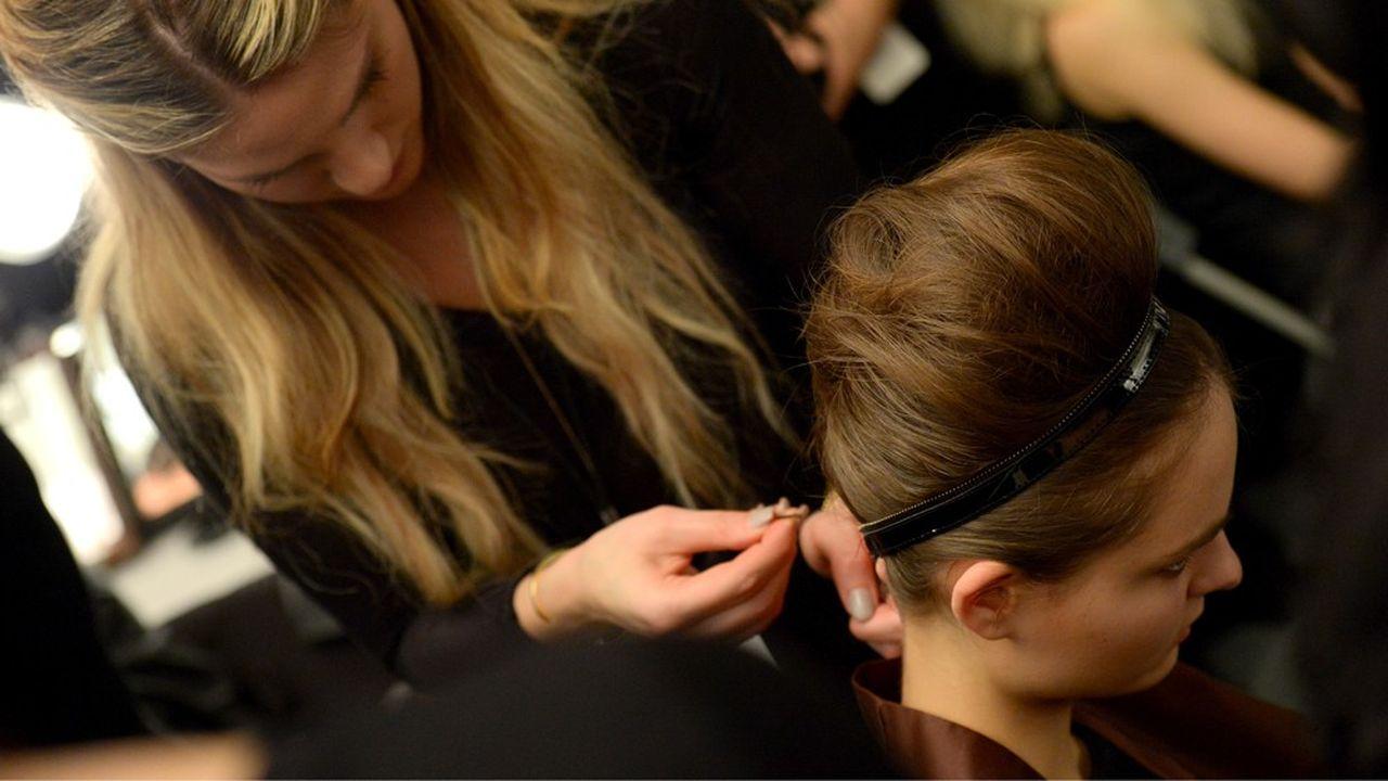 Avec cette école, qui doit accueillir 150 étudiants par an, L'Oréal veut revaloriser le métier de coiffeur.
