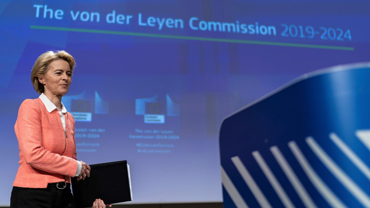 Devant la presse, la future présidente de la Commission européenne, Ursula von der Leyen, a pris son temps pour incarner une Union européenne simple et proche de ses citoyens.