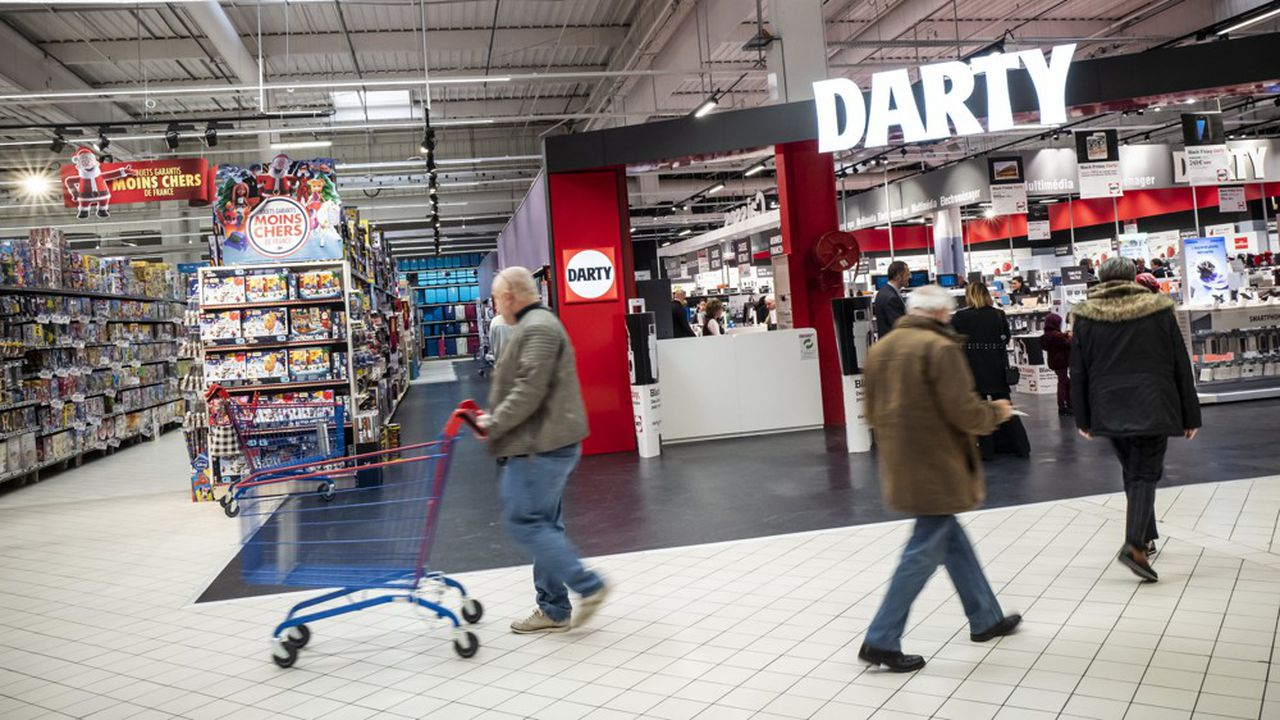 Darty teste des espaces dans des hypermarchés Carrefour.