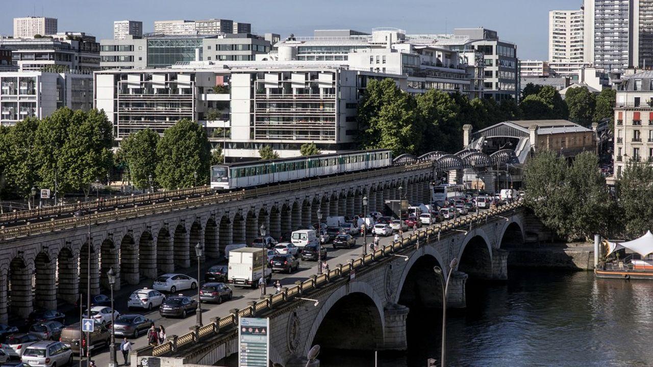 Les scooters et les motos présents dans la circulation parisienne diffusent 11 fois plus de monoxydes de carbone et 6 fois plus de NOx qu'une voiture essence lambda.