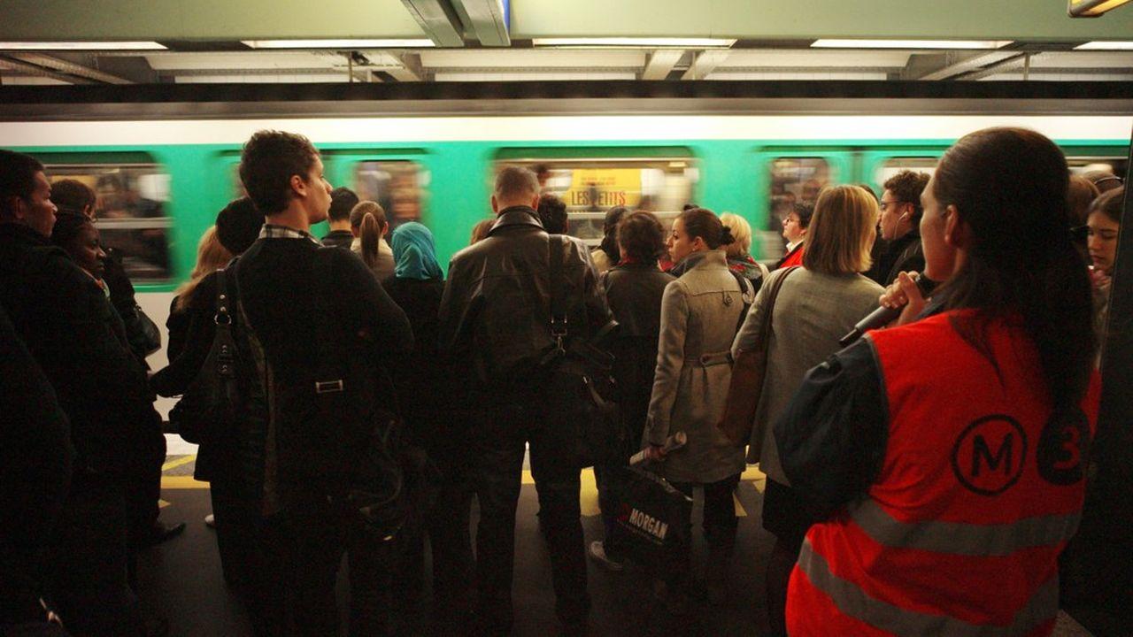 L'appel à la grève des agents de la RATP ce vendredi pourrait susciter une mobilisation comparable à celle du 18 octobre 2007, où 58 % de grévistes avaient été comptabilisés. Il s'agissait déjà à l'époque de défendre les régimes spéciaux de retraite
