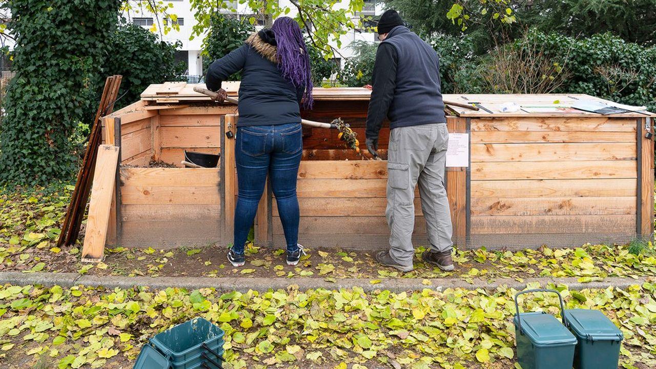 Le compostage à l'école permet de réduire le gaspillage, estimé à 125 grammes par plateau.