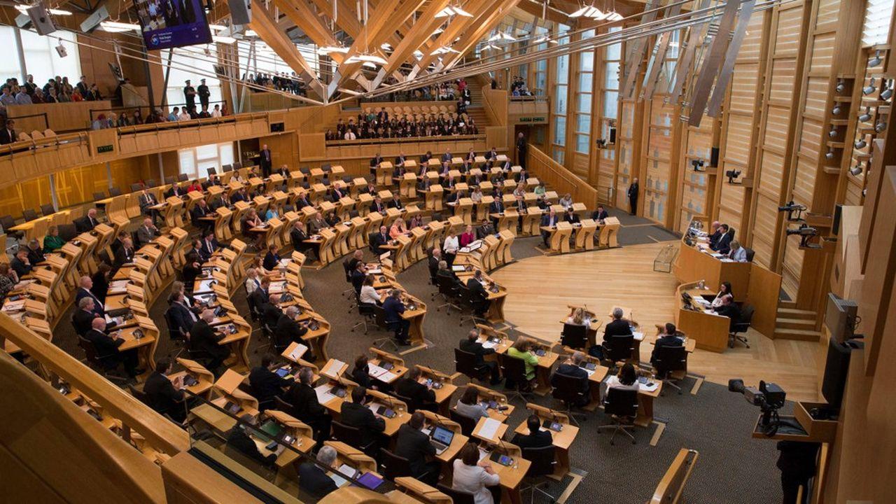La plus haute juridiction écossaise, saisie par 78 députés et Lords du Parlement de Westminster, a jugé « nulle et sans effet » la suspension jusqu'au 14 octobre des travaux du Parlement britannique, entrée en vigueur mardi matin à la demande de Boris Johnson.