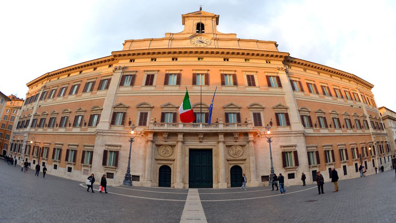 Le «Palazzo Montecitorio», qui accueille le Parlement italien à Rome, a été le théâtre cet été d'un changement de coalition, passant de l'extrême droite à la gauche sans changer de Premier ministre et en gardant les mêmes députés.