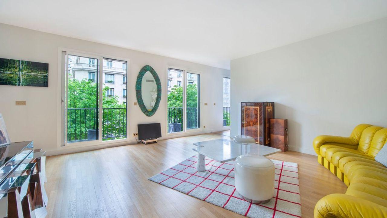 Ce 3-pièces de 79 m² de standing donnant sur la prestigieuse avenue George-V est à vendre 1.795.000 euros.