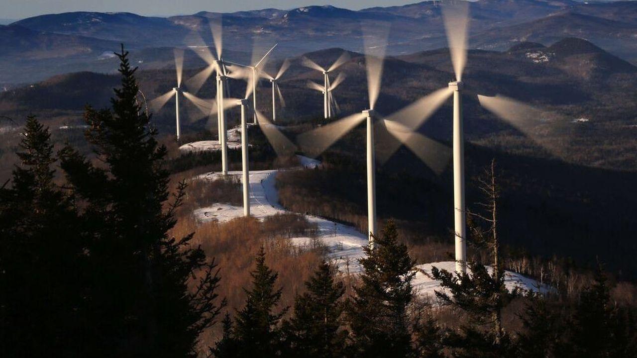 Après avoir supplanté le charbon dans le mix énergétique américain, les énergies renouvelables vont-elles éclipser les centrales au gaz dans les plans des investisseurs? La question fait débat.