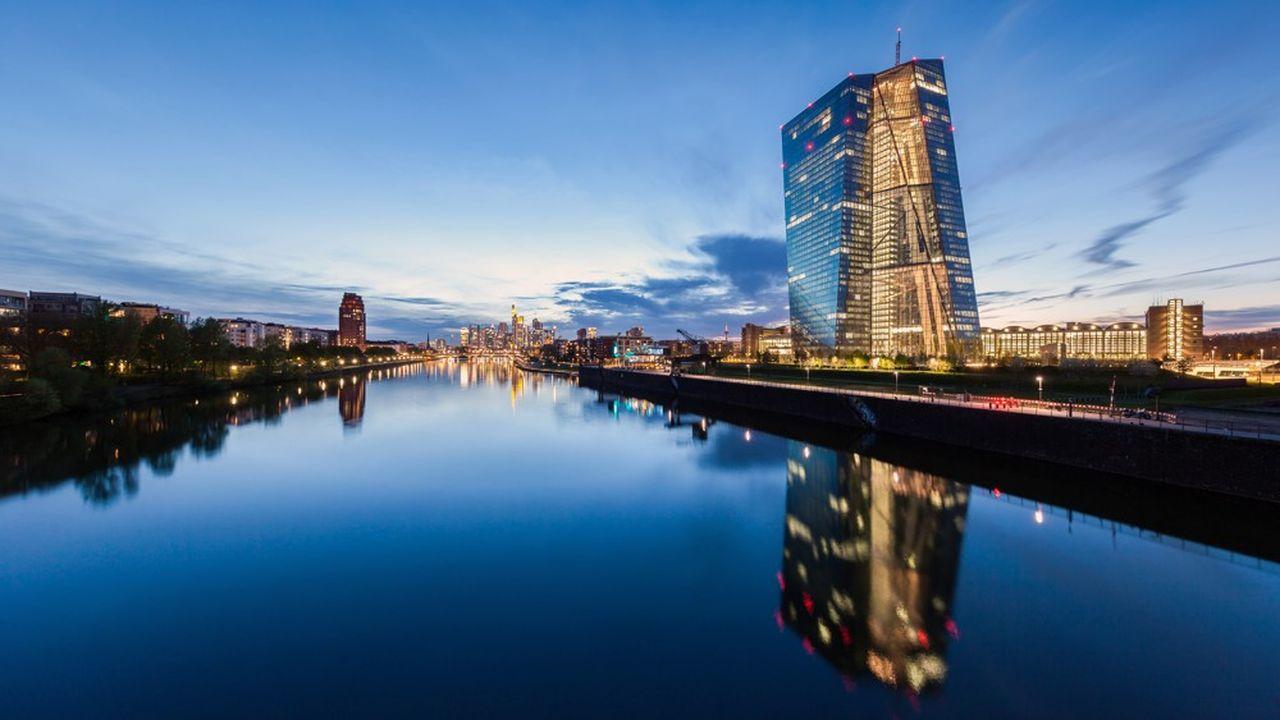La BCE a revu à la baisse ses prévisions de croissance et d'inflation dans la zone euro.