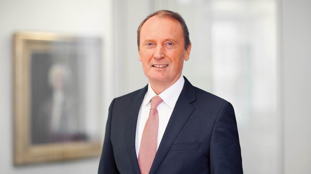 La BCE fait penser à un automobiliste qui, dans un cul-de-sac, augmente encore sa vitesse, selon Hans-Walter Peters, président de l'Association des banques allemandes.