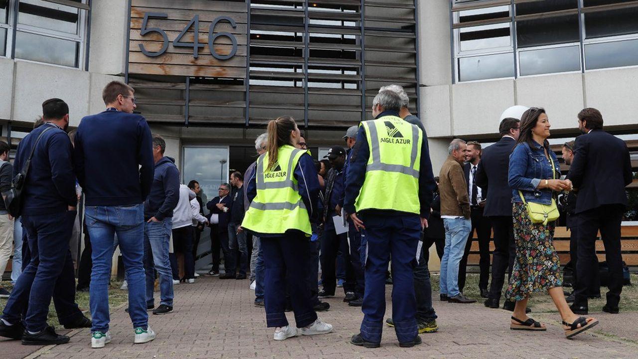 Les 1.150 salariés d'Aigle Azur, en redressement judiciaire depuis deux semaines, devraient être fixés sur le sort de leur entreprise cette semaine.
