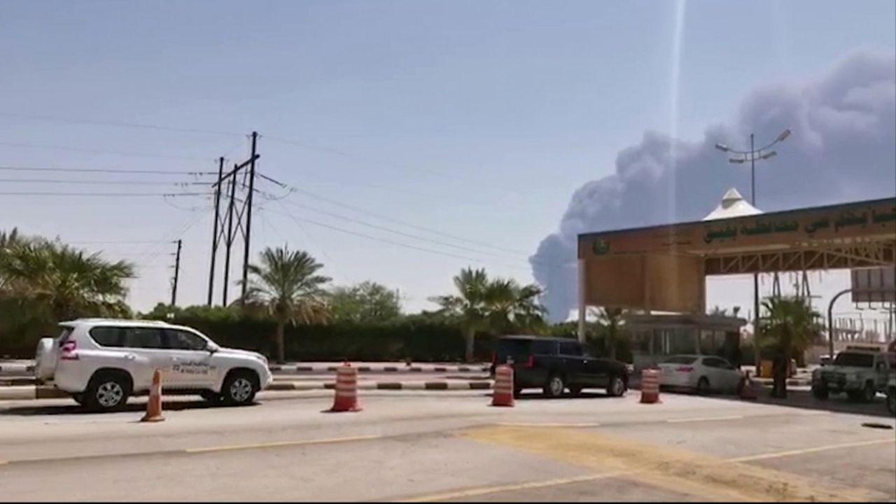 L'attaque a contraint l'Arabie Saoudite à suspendre sa production de 5,7 millions de barils par jour, soit 6 % de l'approvisionnement mondial.