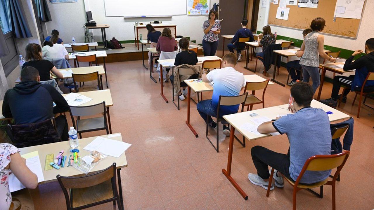 Selon l'enquête de leur principal syndicat, 94% des chefs d'établissement ont un avis «plutôt positif» sur la réforme du lycée portée par le ministre de l'Education, Jean-Michel Blanquer. Mais ils s'inquiètent de sa mise en oeuvre, localement.