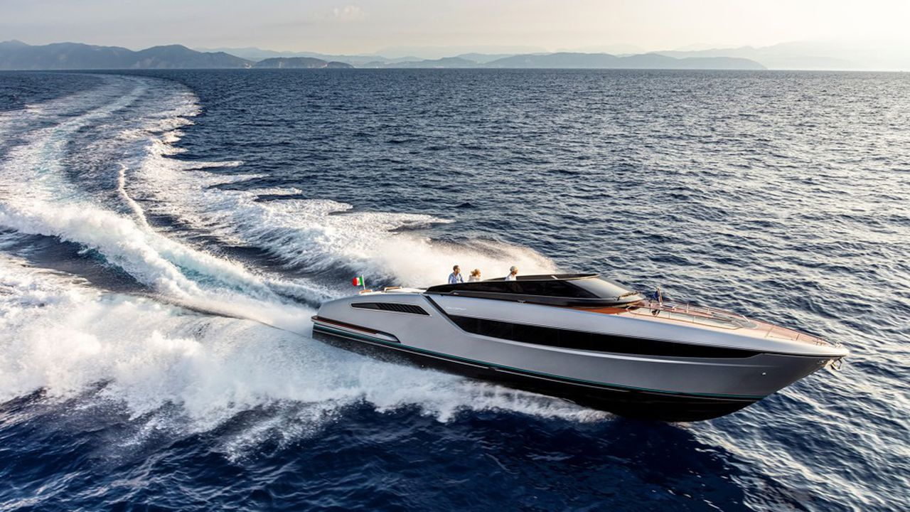 Ferretti possède huit marques prestigieuses de yachts, dont Riva et Pershing.