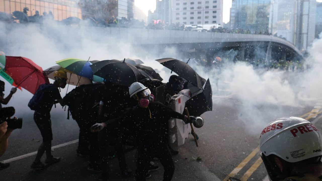 Les tensions sociales et politiques persistantes à Hong-Kong conduisent les banques à la plus grande prudence.