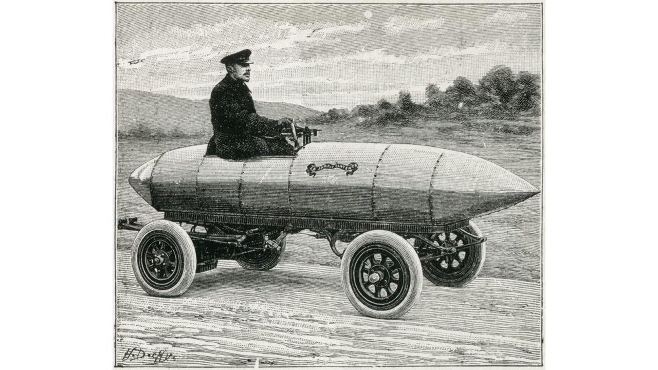 Camille Jenatzy (1868-1913) conduisant son automobile électrique « La Jamais Contente », qui a battu le record des 100 km/h en 1899.