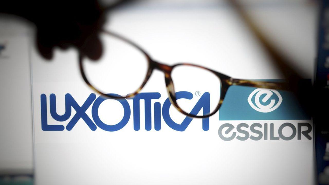 C'est en 1995 que Luxottica a acquis la chaîne de magasins, LensCrafters, l'une des plus importantes d'Amérique du Nord.