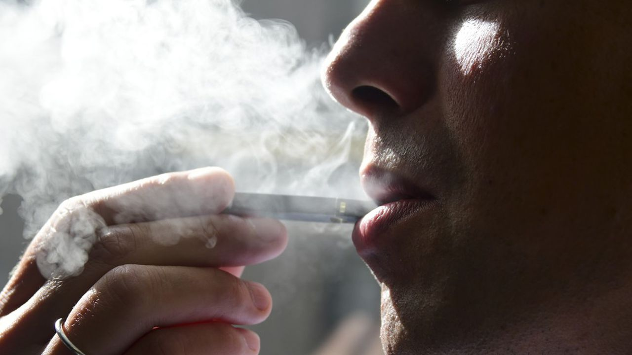 Les autorités sanitaires américaines ont recensé six décès de personnes ayant utilisé des cigarettes électroniques, poussant les Etats et Donald Trump à réagir