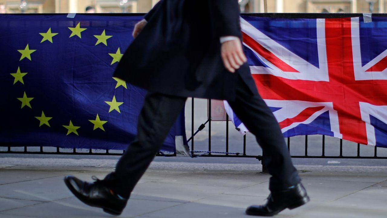 Lesentreprises qui seraient les plus impactées par un Brexit dur sont celles de l'aéronautique, l'automobile et l'agroalimentaire, car exportant de gros volumes outre-Manche.