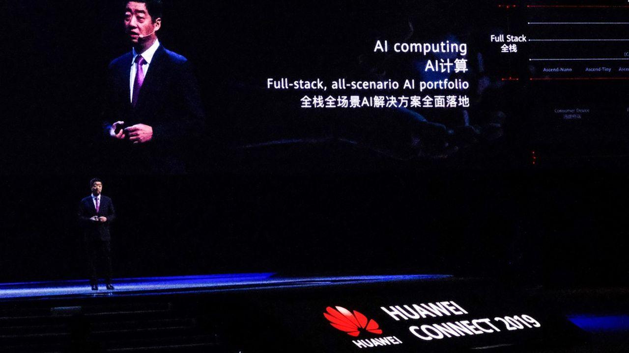 Ken Hu, l'un des trois PDG tournants de Huawei, ce mercredi à Shanghai lors de Huawei Connect, l'une des grandes conférences annuelles du champion chinois des télécoms.