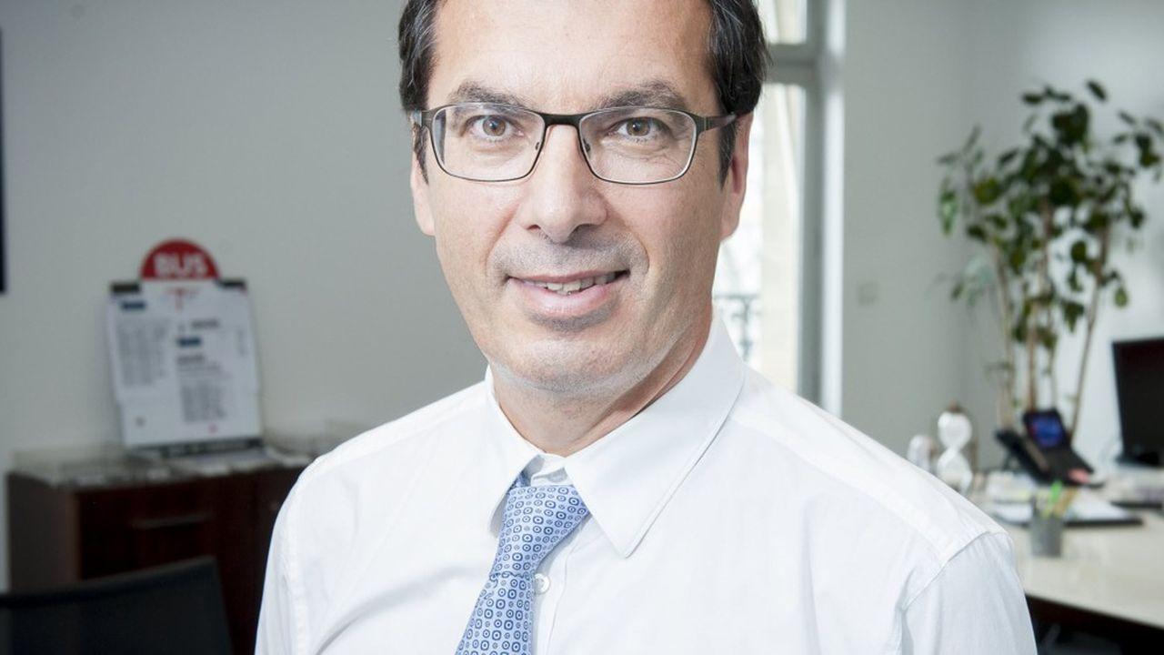 Ingénieur des mines de formation, Jean-Pierre Farandou a effectué la quasi-totalité de son parcours à la SNCF, où il a débuté comme chef de gare à Rodez, en 1981.