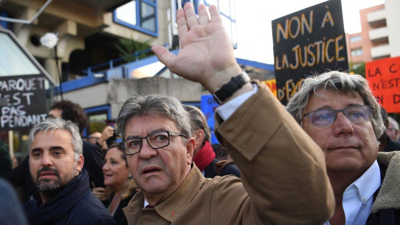 Jean-Luc Mélenchon, lors de son arrivée au tribunal de Bobigny ce jeudi matin.