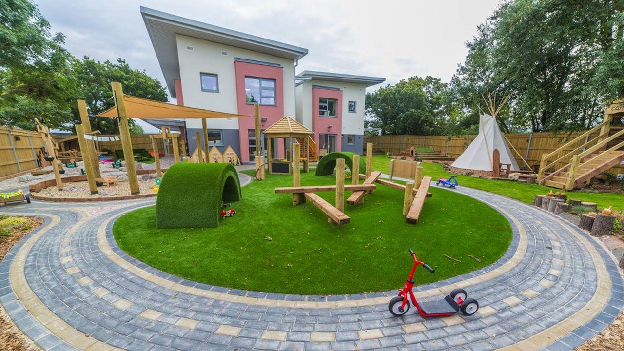 Les crèches britanniques apportent au groupe leur expertise pédagogique en matière de jardins et d'approche de la nature.