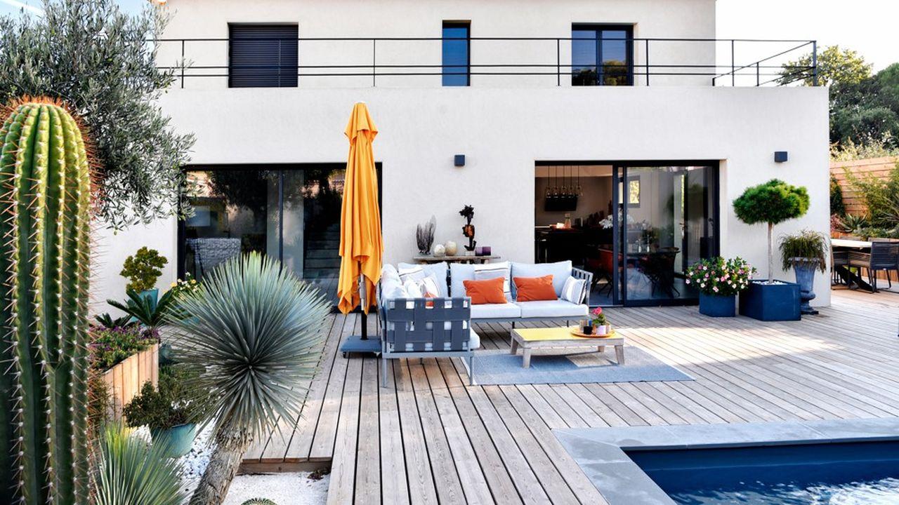 Coeur d'activité du groupe, la branche construction des maisons individuelles (40 marques sous son aile) est stable au premier semestre, à 359,1millions d'euros.
