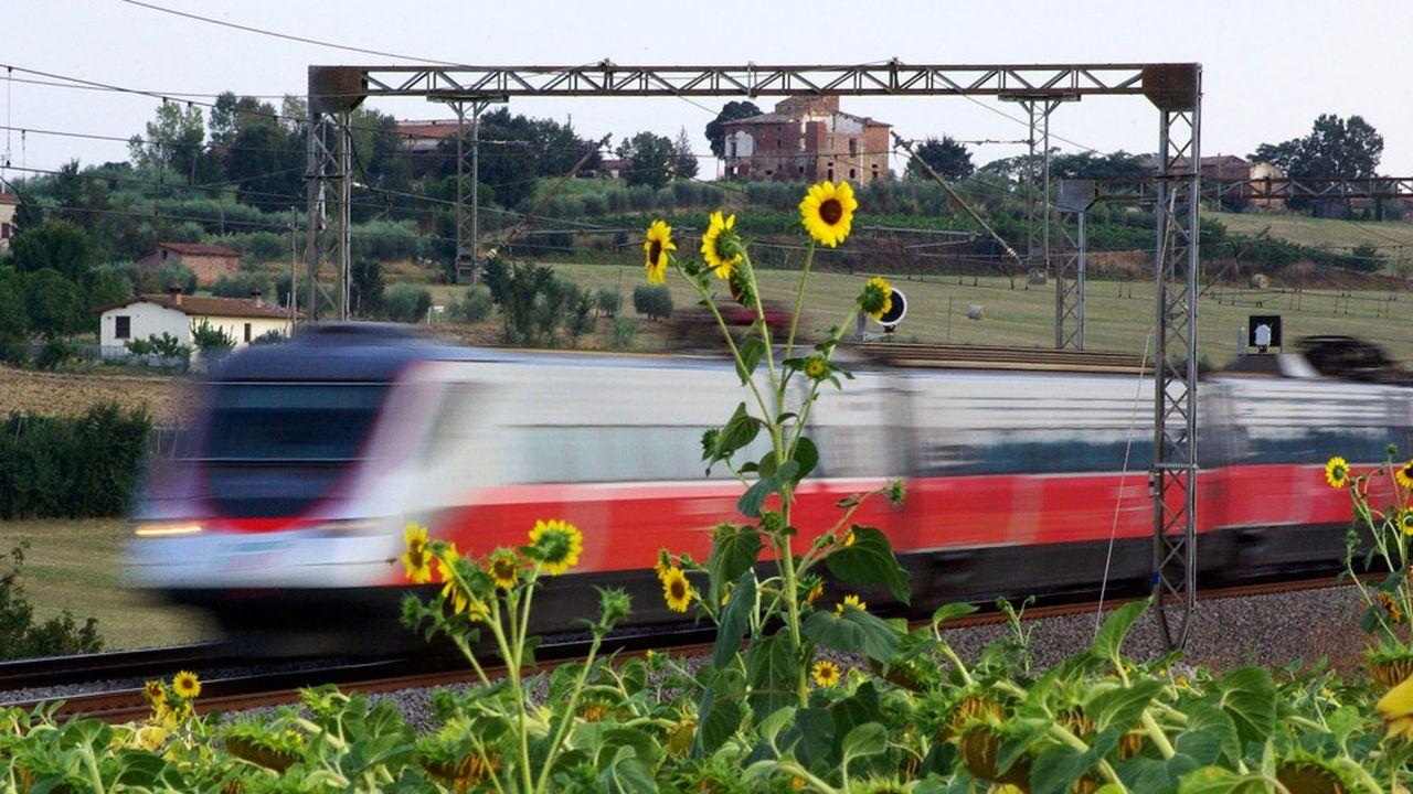 Trenitalia ne supporte pas de voir les prix des billets de ses trains à grande vitesse Frecciarossa comparés à ceux du concurrent Italo.