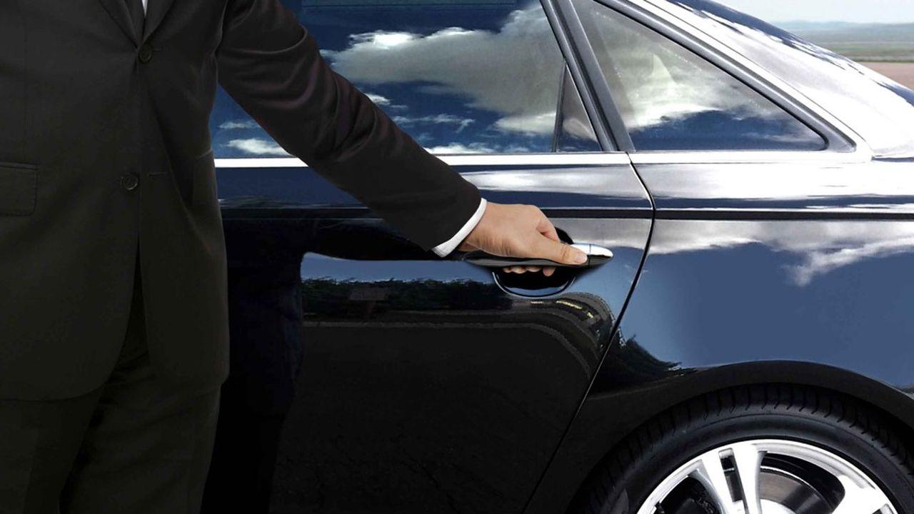 Les anciens Premiers ministres conservent leur véhicule avec chauffeur, sauf s'ils en disposent déjà en raison d'un autre mandat politique.