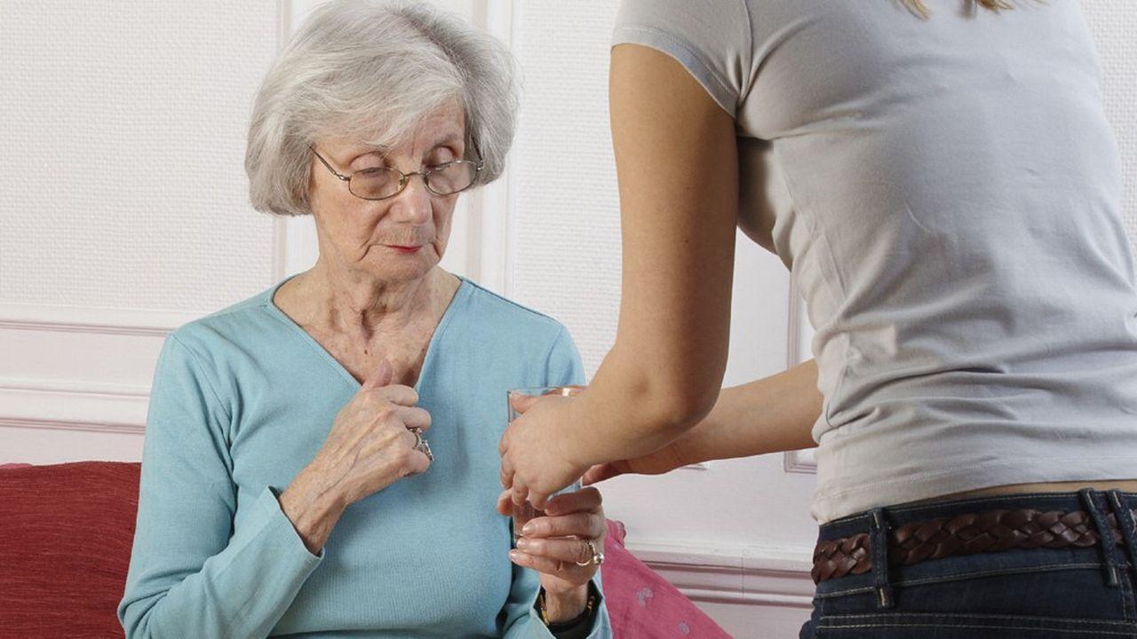 Le gouvernement veut supprimer l'exonération totale de charges patronales pour l'emploi à domicile chez les seniors de plus de 70 ans en bonne santé.