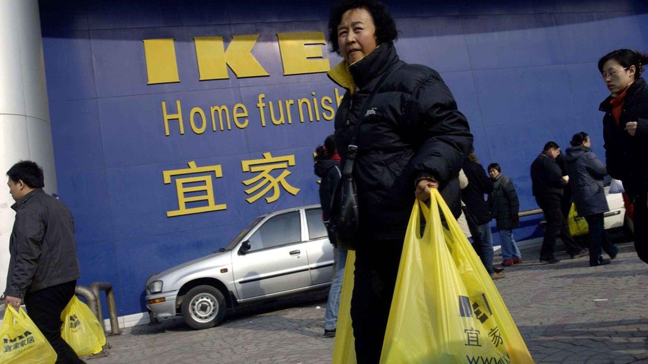 Les entrepôts géants, marque de fabrique du groupe, n'ont plus la cote en Chine, où le consommateur s'est largement habitué au confort du e-commerce