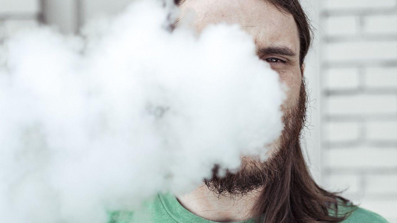 Les deux « tueurs de masse » de la cigarette traditionnelle, le goudron et le monoxyde de carbone, sont absents de la vapeur inhalée avec une cigarette électronique.