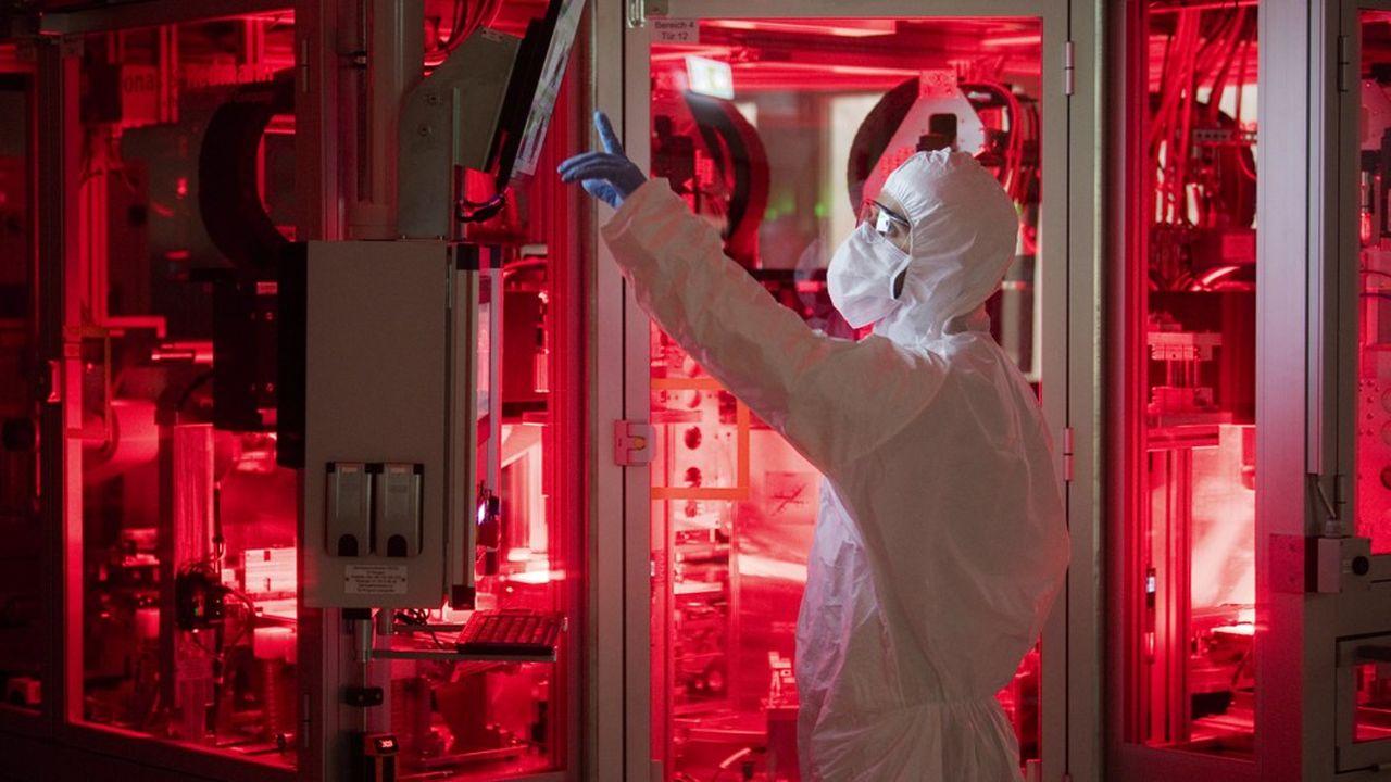 La ligne pilote de production de cellules de batteries lithium-ion de Volkswagen a officiellement été lancée ce lundi, en plein coeur du «centre d'excellence» du groupe installé à Salzgitter, en Basse-Saxe.