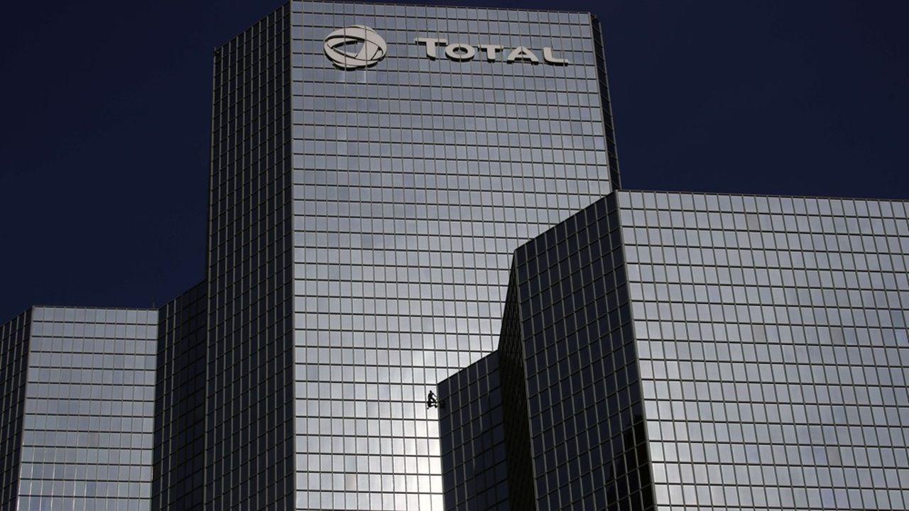 Total explique que son activité est désormais profitable dès que le baril de pétrole dépasse les 30dollars. Le brent de la mer du Nord s'échange actuellement autour de 63dollars.