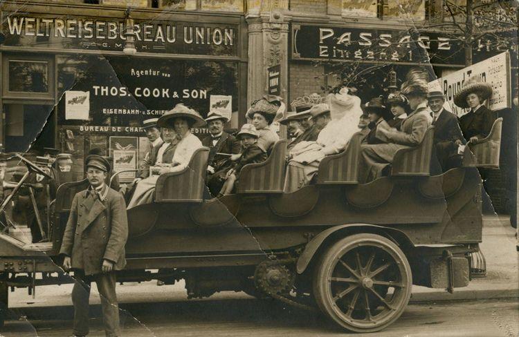 Photo d'un groupe lors d'un voyage organisé en Allemagne au début du XXesiècle.